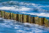 Buhnen an der Küste der Ostsee an einem stürmischen Tag by Rico Ködder