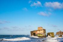 Bunker an der Küste der Ostsee an einem stürmischen Tag by Rico Ködder