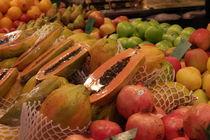 Fresh fruits at La Boqueria in Barcelona von stephiii