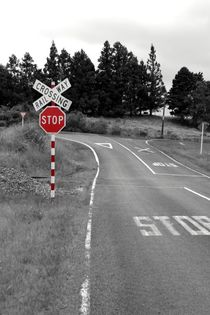 STOP - Railway crossing sign in New Zealand von stephiii