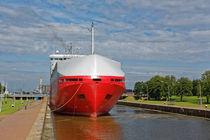Autofähre in der Neuen Seeschleuse Emden von ropo13