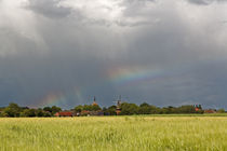 Regenbogen über einem Dorf in Ostfriesland von ropo13
