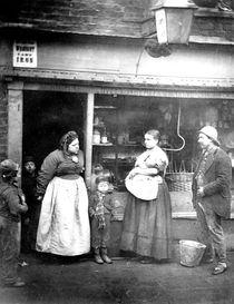 Street scene in Victorian London von English Photographer