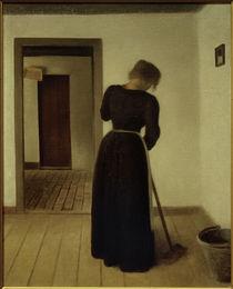 V. Hammershöi, Interieur mit einer jungen Frau beim Fegen von AKG  Images
