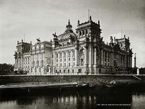 Berlin, Reichstag, Süd–, Ostaseite / Foto von AKG  Images