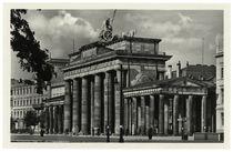 Berlin, Brandenburger Tor / Fotopostkarte um 1935 von AKG  Images