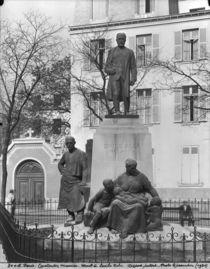 Monument to Emile Zola, avenue Emile Zola by Constantin Emile Meunier