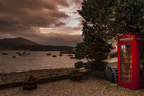 View of Portree Harbour and Ben Tianavaig, with phone box von Bruce Parker