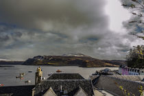 Ben Tianavaig and Sound of Raasay across Portree Harbour, on the Isle of Skye von Bruce Parker