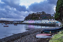 Row of coloured houses along the quay at Portree Harbour von Bruce Parker