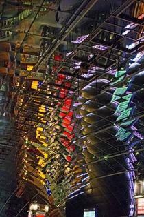 Spiegelungen im Deckengewölbe, Frankfurt Fernbahnhof by Hartmut Binder