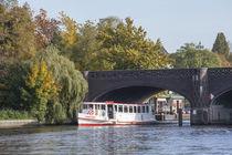 Krugkoppelbrücke mit Schiff im herbst, hamburg von Torsten Krüger