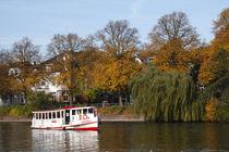 Alsterdampfer auf Außenalster im Herbst, Hamburg von Torsten Krüger
