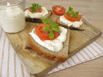 Brot mit aufgeschlagenem Feta und Tomate von Heike Rau