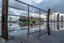 Hafen-Spiegelung CSCL VENUS by photobiahamburg