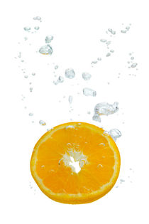 Orange in water with air bubbles by Bastian Linder