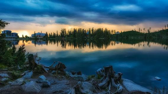 Mountain-lake-strbske-pleso-in-slovakia