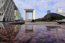 La Défense Spiegelungen Paris by Patrick Lohmüller