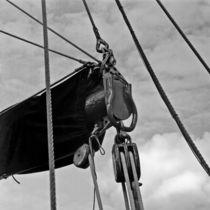 Details an einem alten Segelschiff 02 by Günter Templin