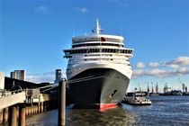 Queen Elizabeth, im Hamburger Hafen von assy