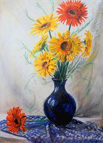 Gerberas in blue vase von Éva Lövei