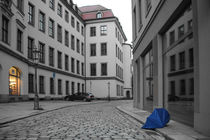 Dresden_02 - lost umbrella (blue but free) by André Schuckert
