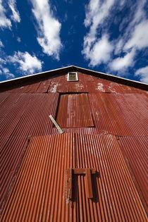 Clouds Passing by Red Barn von Maresa Pryor-Luzier