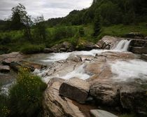 Am  Tvindefossen Bild 2  by haike-hikes
