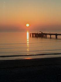 Sonnenaufgang am Meer by Martina Lender-Frase
