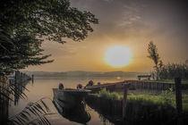 Fischerboote auf der Insel Reichenau bei Sonnenaufgang by Christine Horn