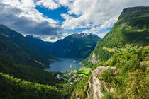 Blick auf den Geirangerfjord in Norwegen by Rico Ködder