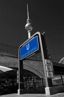 Fernsehturm hinter U-Bahn-Eingang by Christian Behring