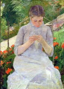 Young Woman Sewing in the garden von Mary Stevenson Cassatt