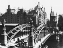 Bridge in the Speicherstadt  von Jousset
