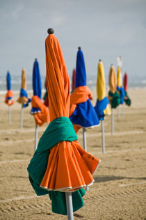 The Deauville's parasols at low tide  von Thierry  Dehesdin