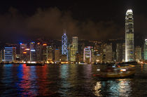 The Hong Kong island Skyline at night von Thierry  Dehesdin
