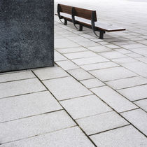 Bench in London Docklands, UK. von Tom Hanslien