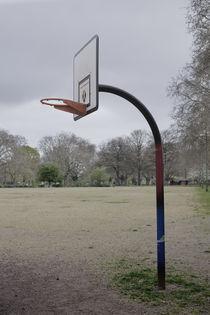 Basketball hoop in London Fields. by Tom Hanslien