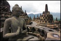 Bouddha on Borobudur temple von Arnold Jerocki