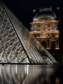 Pyramide du Louvre by Marty Portier