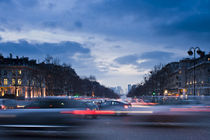 Night traffic at Place Charles de Gaulle, Paris by Ricardo Ribas