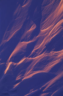 SNOW DRIFTS IN EVENING LIGHT von Wolfgang Kaehler