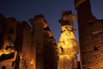 STATUE OF RAMSES II AT ENTRANCE TO GREAT COLONNADE von Wolfgang Kaehler