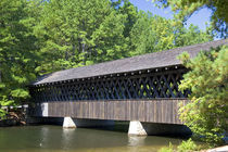 The Stone Mountain Covered Bridge at Stone Mountain Park, Georgia. von Danita Delimont