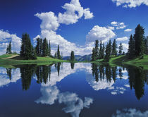 Alpine lake reflecting sky and clouds, Gunnison National Forest, Colorado von Danita Delimont