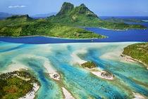 Mt O'Temanu and barrier reef (aerial), Bora Bora, Tahiti von Danita Delimont