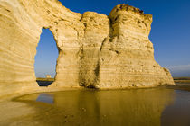 The Keyhole of the Monument Rocks aka Chalk Pyramids in western Kansas von Danita Delimont