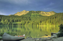 Canoe at Little Theriault Lake near Eureka Montana von Danita Delimont