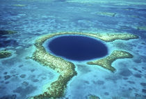 Aerial view of Blue Hole, Lighthouse Reef, Belize, Central America. von Danita Delimont