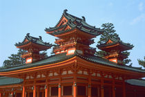 Japan, Kyoto, Colorful Heian Jingu Temple, Shinto, built in 1895. von Danita Delimont